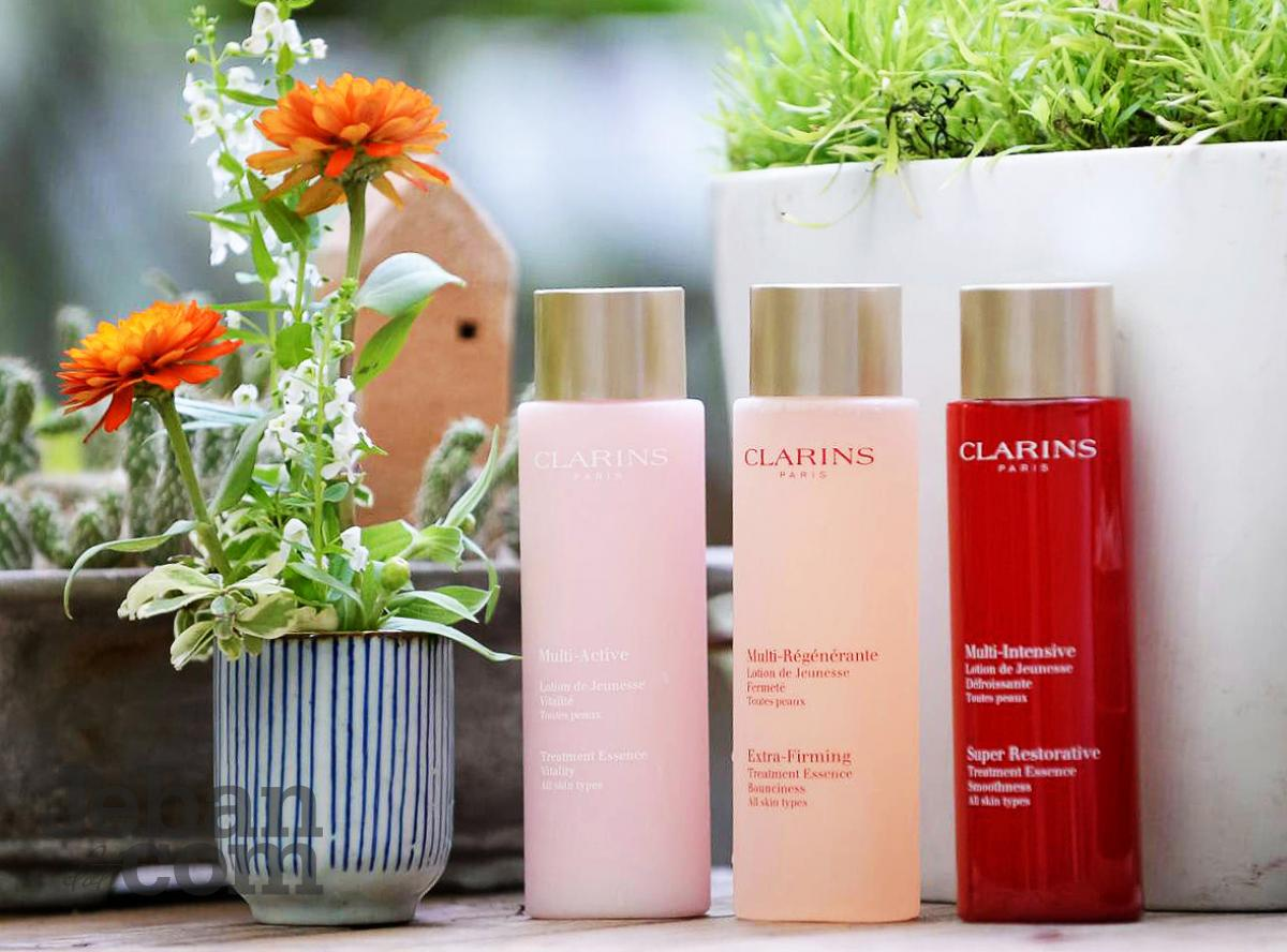 Super Restorative Treatment Essence by Clarins #19